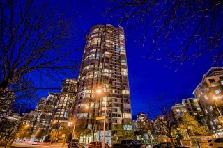 """Photo 4: 3905 1033 MARINASIDE Crescent in Vancouver: Yaletown Condo for sale in """"QUAYWEST"""" (Vancouver West)  : MLS®# R2366439"""