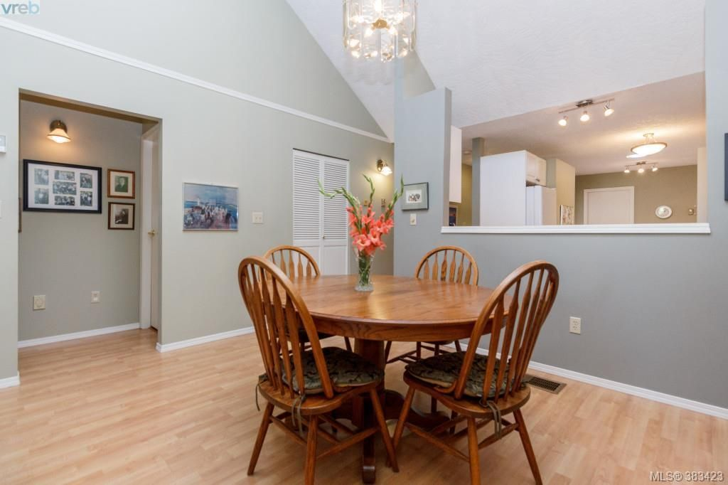 Photo 4: Photos: 20 3049 Brittany Dr in VICTORIA: Co Sun Ridge Row/Townhouse for sale (Colwood)  : MLS®# 770629