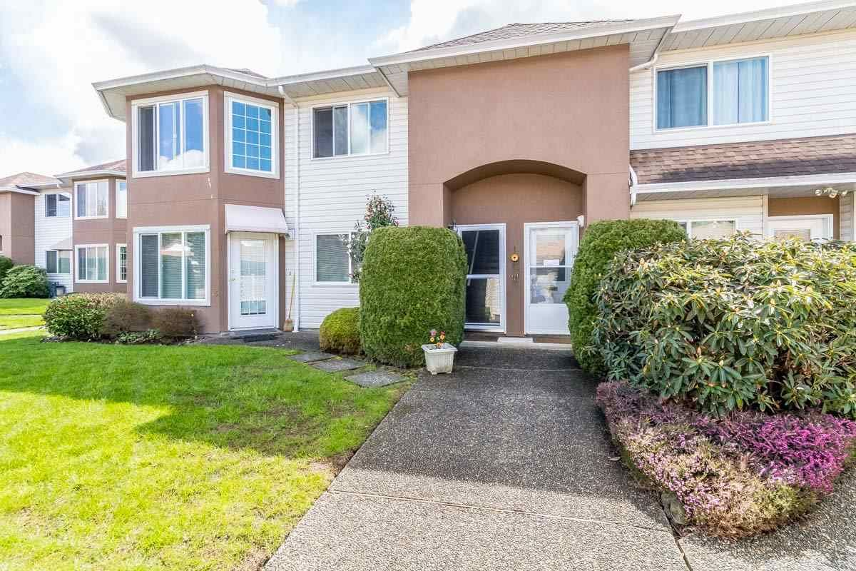 """Main Photo: 16 46350 CESSNA Drive in Chilliwack: Chilliwack E Young-Yale Townhouse for sale in """"HAMLEY ESTATES"""" : MLS®# R2158497"""