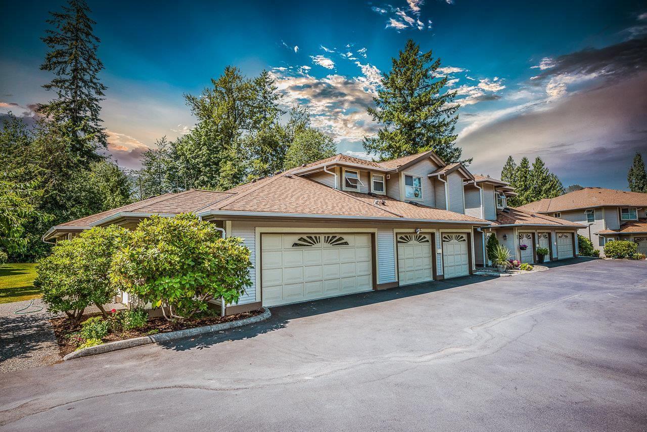 "Main Photo: 15 12071 232B Street in Maple Ridge: East Central Townhouse for sale in ""CREELSIDE GLEN"" : MLS®# R2601567"