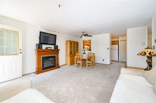 """Photo 4: 312 5710 201 Street in Langley: Langley City Condo for sale in """"WHITE OAKS"""" : MLS®# R2387162"""