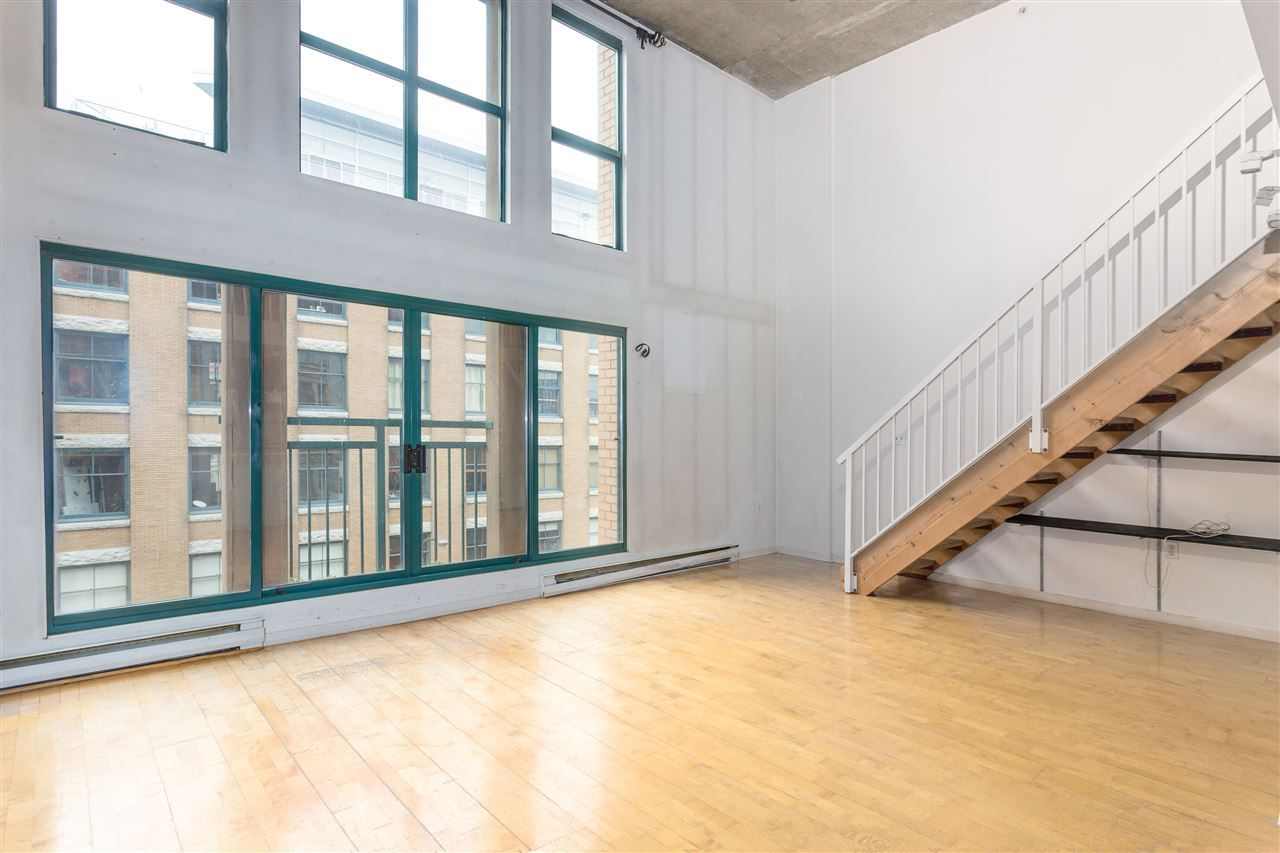 """Photo 2: Photos: 411 22 E CORDOVA Street in Vancouver: Downtown VE Condo for sale in """"Van Horne"""" (Vancouver East)  : MLS®# R2547163"""