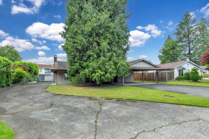 FEATURED LISTING: 2525 CAMERON Crescent Abbotsford