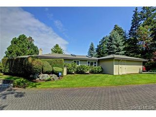 Photo 1: 918 2829 Arbutus Rd in VICTORIA: SE Ten Mile Point Row/Townhouse for sale (Saanich East)  : MLS®# 739157