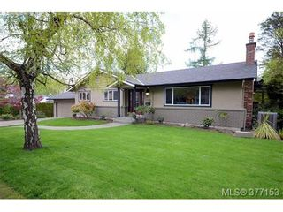 Photo 1: 4951 Thunderbird Pl in VICTORIA: SE Cordova Bay House for sale (Saanich East)  : MLS®# 757195