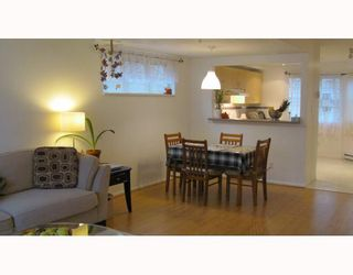 """Photo 5: 2 123 7TH Street in New Westminster: Uptown NW Townhouse for sale in """"ROYAL CITY TERRACE"""" : MLS®# V798879"""