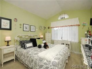 Photo 12: 4005 Santa Rosa Pl in VICTORIA: SW Strawberry Vale House for sale (Saanich West)  : MLS®# 596217