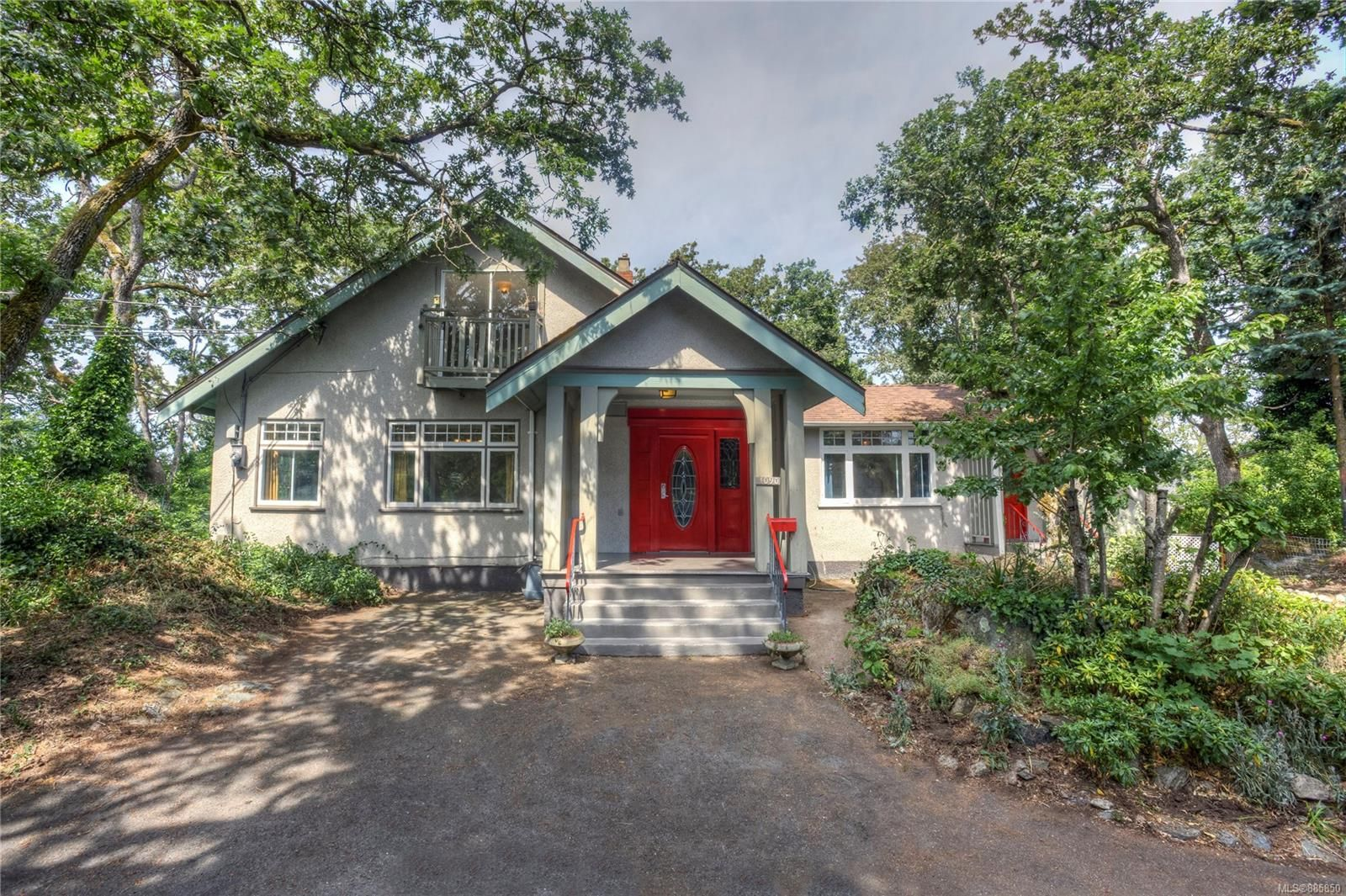Main Photo: 1090 Lodge Ave in : SE Quadra House for sale (Saanich East)  : MLS®# 885850