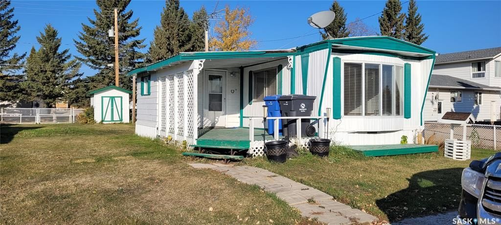 Main Photo: 707 2nd Avenue in Loon Lake: Residential for sale : MLS®# SK873943