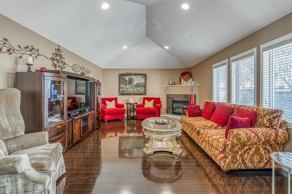 Main Photo: 42 Candle Terrace SW in Calgary: Canyon Meadows Row/Townhouse for sale : MLS®# A1082765