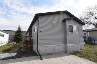 Photo 2: 67 Springwood Drive in Winnipeg: South Glen Residential for sale (2F)  : MLS®# 202110077