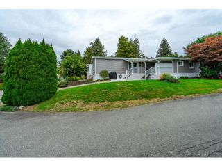 """Photo 2: 31 2035 MARTENS Street in Abbotsford: Abbotsford West Manufactured Home for sale in """"Maplewood Estates"""" : MLS®# R2624613"""