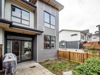 "Photo 2: 38361 EAGLEWIND Boulevard in Squamish: Downtown SQ Townhouse for sale in ""Eaglewind ""The Falls"""" : MLS®# R2555528"