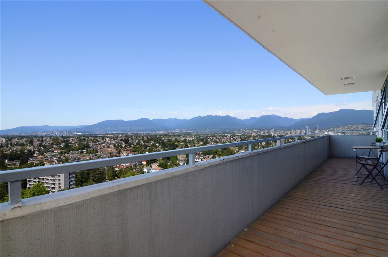 "Main Photo: 2104 5652 PATTERSON Avenue in Burnaby: Central Park BS Condo for sale in ""CENTRAL PARK PLACE"" (Burnaby South)  : MLS®# R2096652"