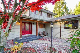 Photo 2: 14 SYMMES Bay in Port Moody: Barber Street House for sale : MLS®# R2583038
