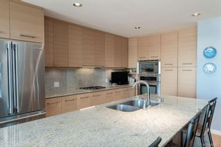 Photo 9: 502 9809 Seaport Pl in Sidney: Si Sidney North-East Condo for sale : MLS®# 883312