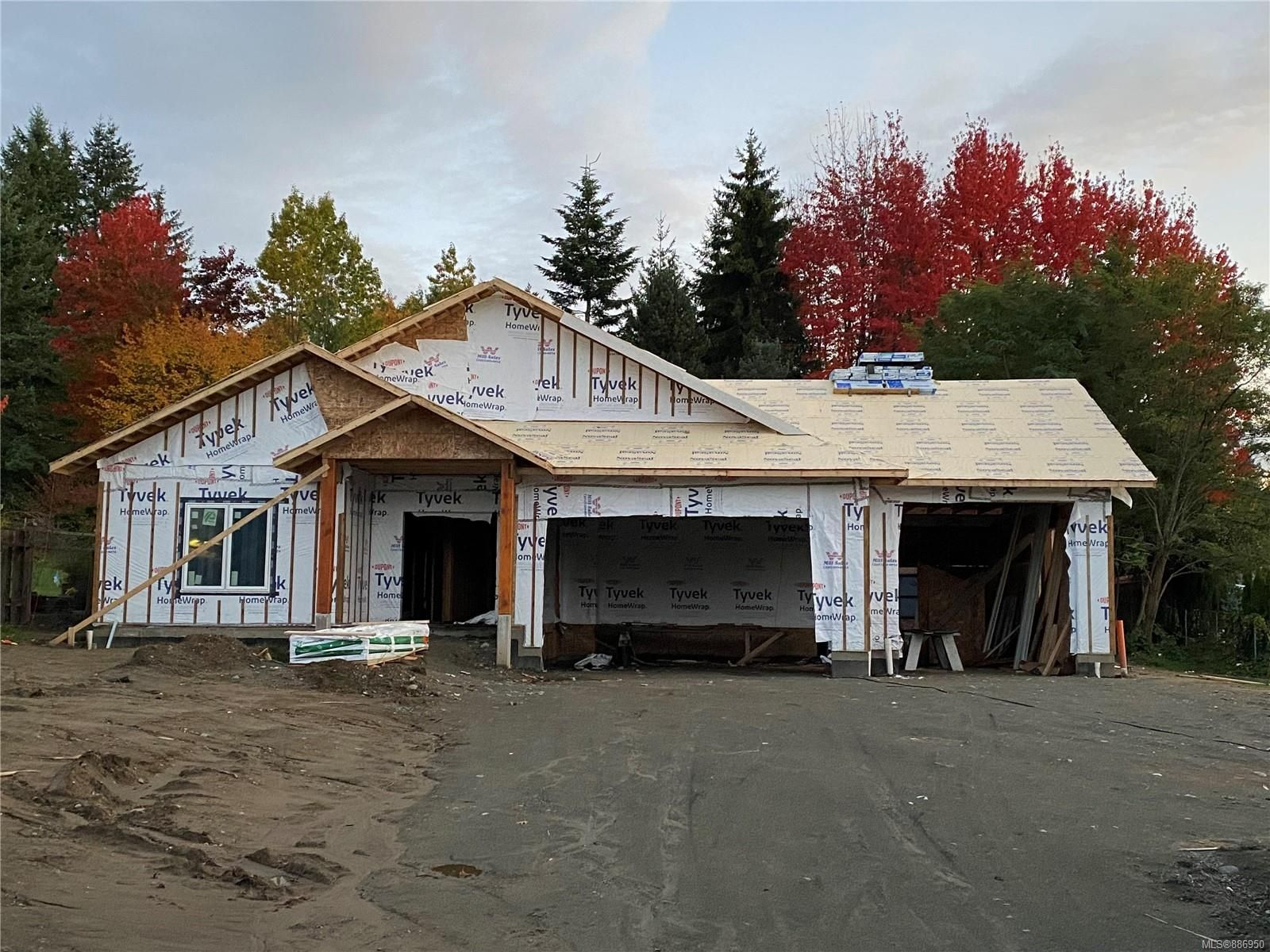 Main Photo: 725 Nicholls Rd in Campbell River: CR Campbell River Central House for sale : MLS®# 886950
