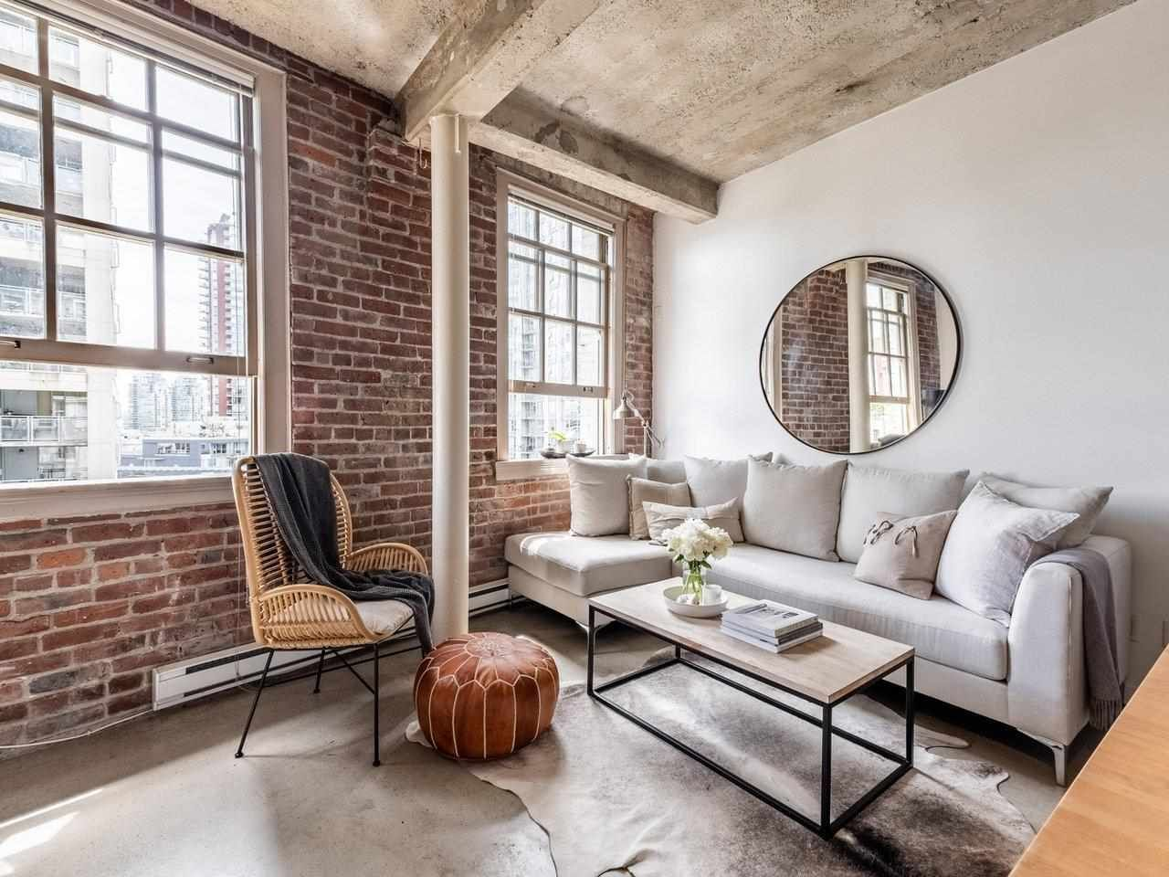 New York Style loft in THE CRANE building.This boutique heritage conversion suite is located in one of the trendiest parts of Downtown.