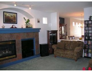 """Photo 3: 18519 67A Avenue in Surrey: Cloverdale BC House for sale in """"Heartland"""" (Cloverdale)  : MLS®# F2809509"""
