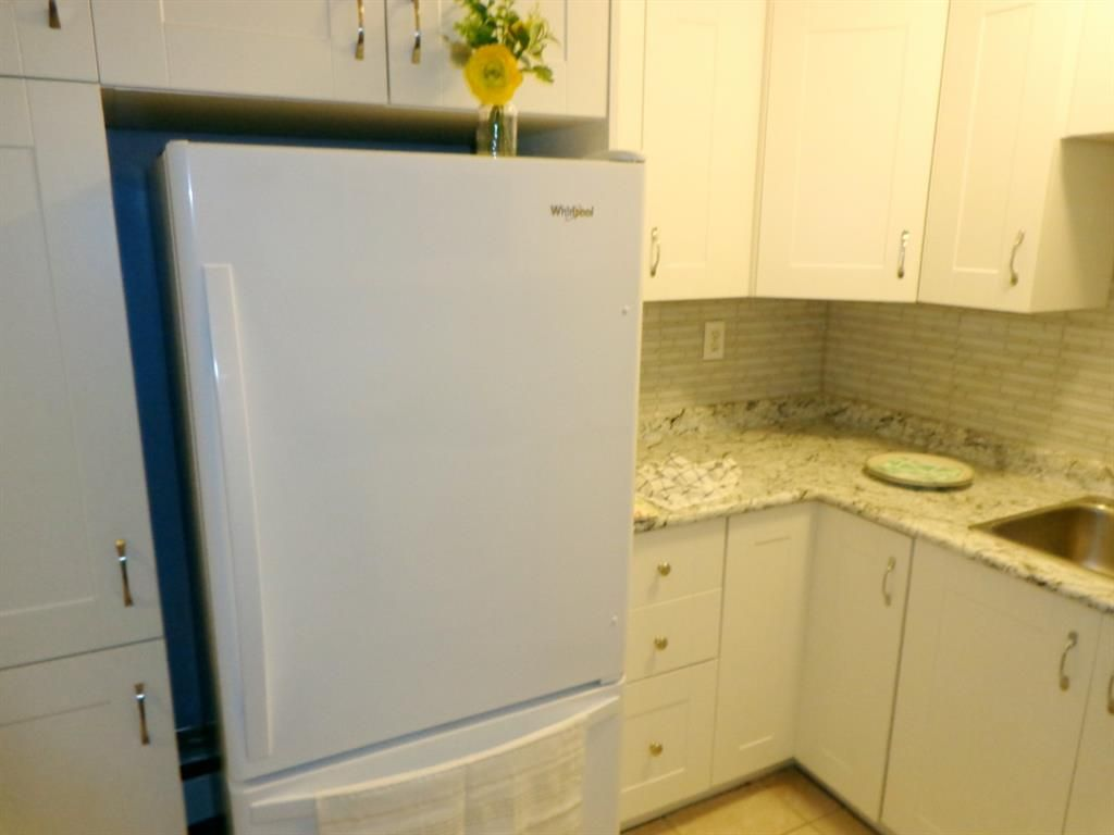 Photo 14: Photos: 301 5812 61 Street: Red Deer Apartment for sale : MLS®# A1063837