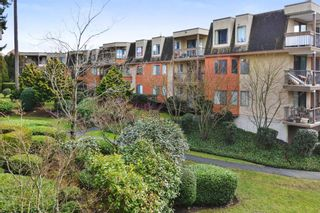 """Photo 17: 208 1740 SOUTHMERE Crescent in Surrey: Sunnyside Park Surrey Condo for sale in """"CAPSTAN WAY"""" (South Surrey White Rock)  : MLS®# R2234787"""