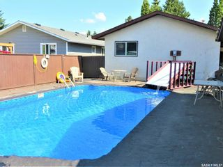 Photo 1: 26 Assiniboine Drive in Saskatoon: River Heights SA Residential for sale : MLS®# SK863441