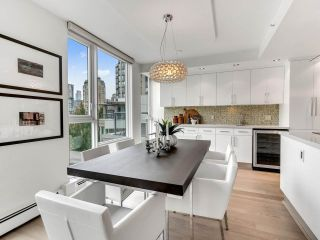 """Photo 12: 801 1383 MARINASIDE Crescent in Vancouver: Yaletown Condo for sale in """"COLUMBUS"""" (Vancouver West)  : MLS®# R2504775"""