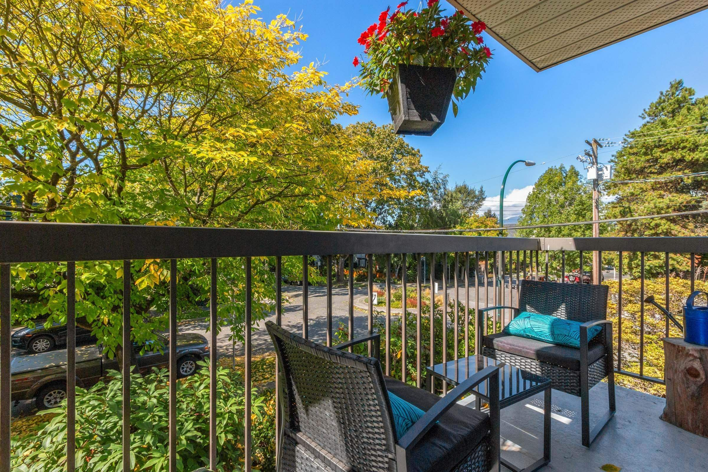 """Main Photo: 203 2910 ONTARIO Street in Vancouver: Mount Pleasant VE Condo for sale in """"ONTARIO PLACE"""" (Vancouver East)  : MLS®# R2618780"""