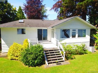 Photo 10: 8643 Lochside Dr in NORTH SAANICH: NS Bazan Bay House for sale (North Saanich)  : MLS®# 786921
