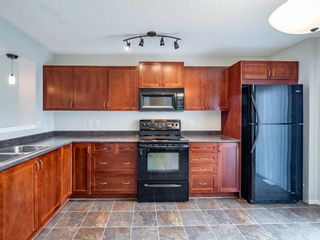 Photo 8: 326 Elgin Place SE in Calgary: McKenzie Towne Semi Detached for sale : MLS®# A1136926