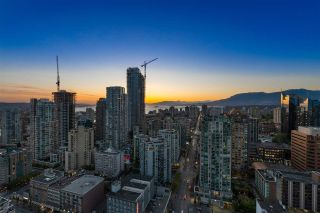 "Photo 2: PH3304 1199 SEYMOUR Street in Vancouver: Downtown VW Condo for sale in ""BRAVA"" (Vancouver West)  : MLS®# R2574898"