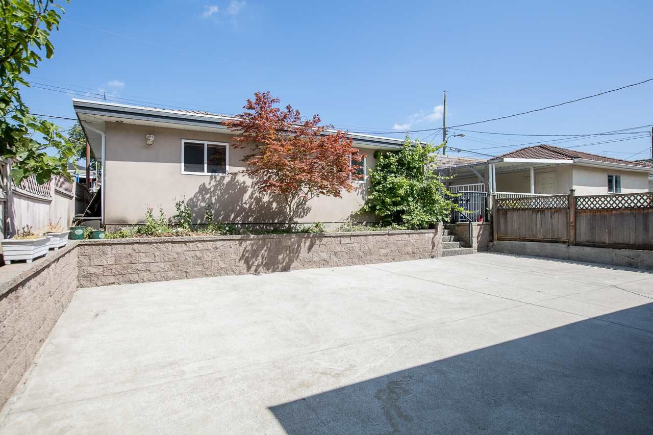 Photo 19: Photos: 6228 DOMAN Street in Vancouver: Killarney VE House for sale (Vancouver East)  : MLS®# R2186652