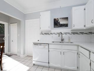 Photo 9: 1611 Redfern St in : Vi Jubilee House for sale (Victoria)  : MLS®# 850539