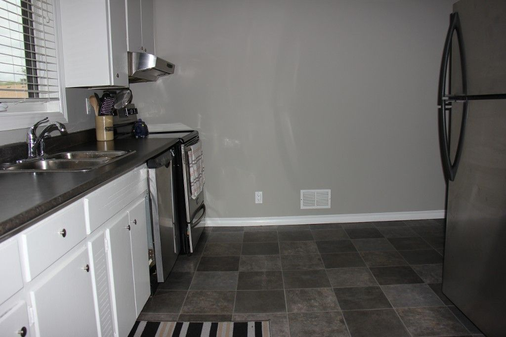 Photo 10: Photos: : Residential for sale : MLS®# 1718337