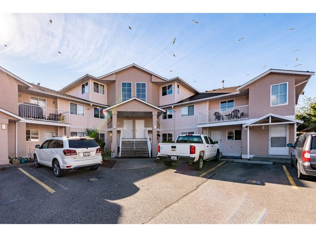 Main Photo: 4 5915 VEDDER Road in Chilliwack: Vedder S Watson-Promontory Townhouse for sale (Sardis)  : MLS®# R2511333