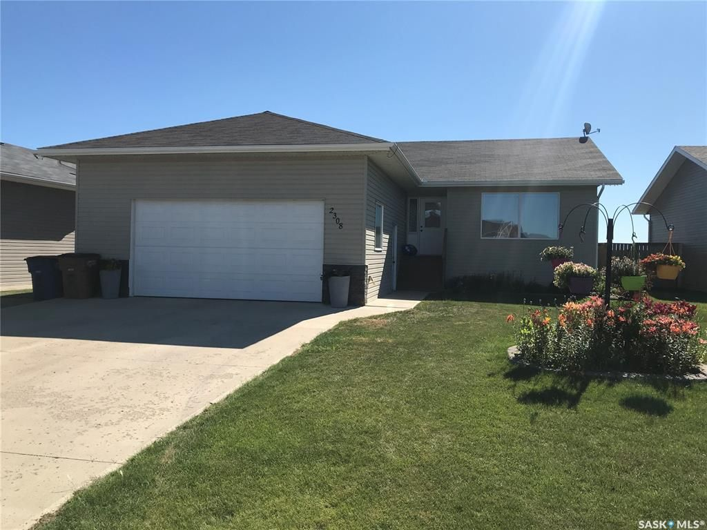 Main Photo: 2308 Newmarket Drive in Tisdale: Residential for sale : MLS®# SK872556