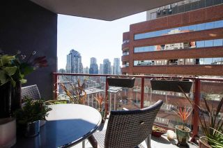 Photo 4: 1403 811 Helmcken Street in Vancouver: Downtown VW Condo for sale (Vancouver West)  : MLS®# R2354342