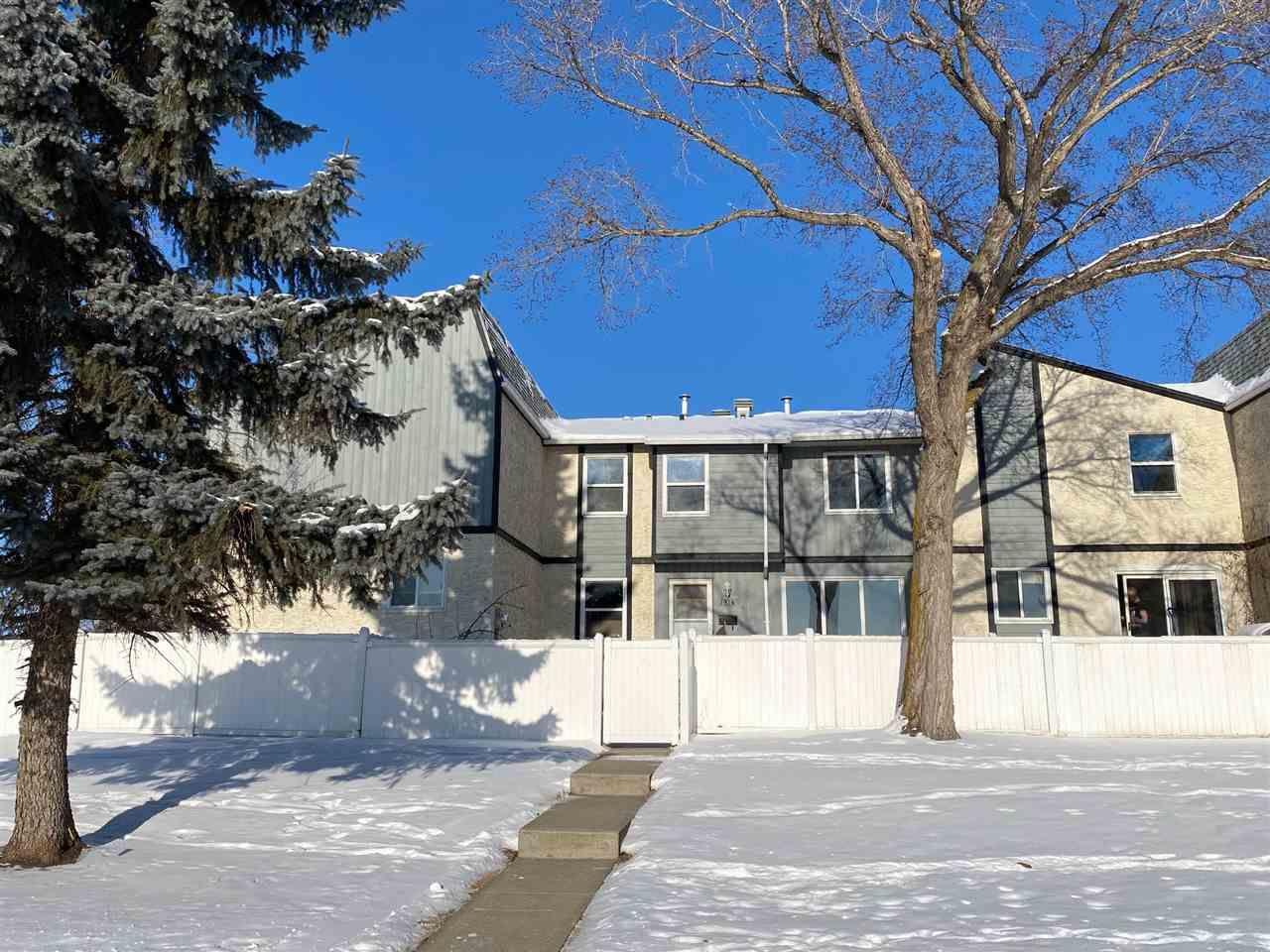 Main Photo: 191A HOMESTEAD Crescent in Edmonton: Zone 35 Townhouse for sale : MLS®# E4227788