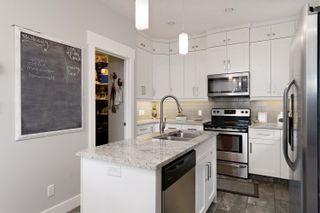 Photo 2: 7604 104 Avenue in Edmonton: Zone 19 House Half Duplex for sale : MLS®# E4261293