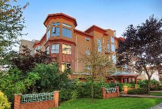 "Main Photo: 402 111 W 5TH Street in North Vancouver: Lower Lonsdale Condo for sale in ""CARMEL PLACE II"" : MLS®# V913153"