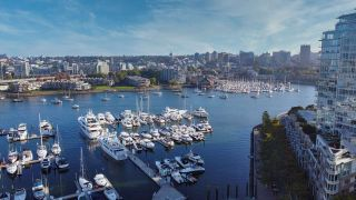 Photo 2: 1902 1199 MARINASIDE CRESCENT in Vancouver: Yaletown Condo for sale (Vancouver West)  : MLS®# R2506862