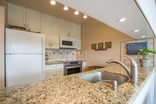 "Photo 11: 208 943 W 8TH Avenue in Vancouver: Fairview VW Condo for sale in ""Southport"" (Vancouver West)  : MLS®# R2487297"