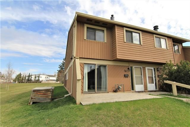 Main Photo: 26 4940 39 Avenue SW in Calgary: Glenbrook Row/Townhouse for sale : MLS®# C4302811