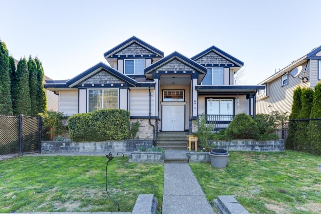 Main Photo: 6741 152 Street in Surrey: East Newton House for sale : MLS®# R2568142