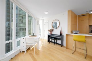 Photo 7: 1707 565 SMITHE STREET in Vancouver: Downtown VW Condo for sale (Vancouver West)  : MLS®# R2505177