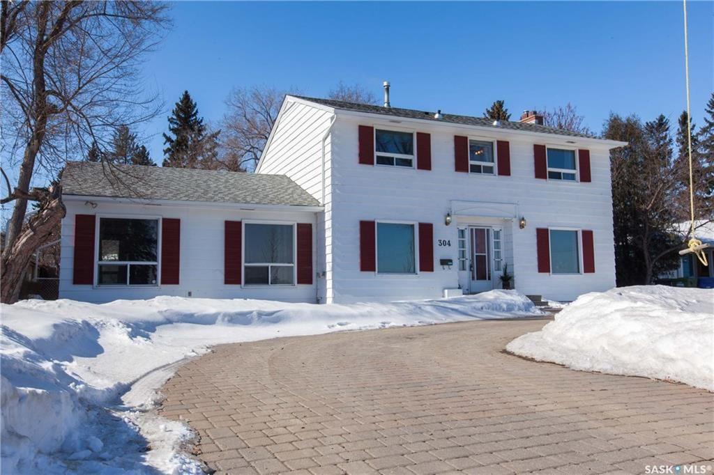 Main Photo: 304 Bate Crescent in Saskatoon: Grosvenor Park Residential for sale : MLS®# SK724443
