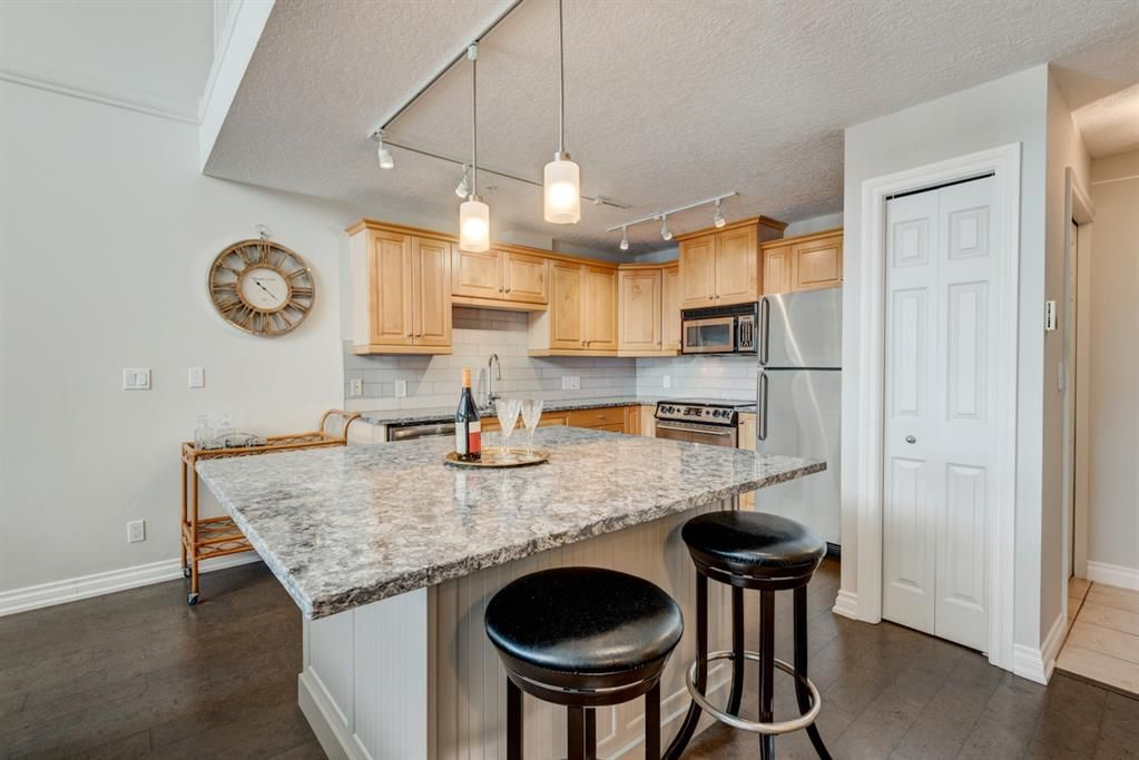 Main Photo: 408 630 10 Street NW in Calgary: Sunnyside Apartment for sale : MLS®# A1027262