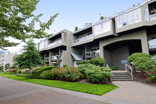 Photo 1: 416 31 RELIANCE Court in New Westminster: Quay Condo for sale : MLS®# R2083346