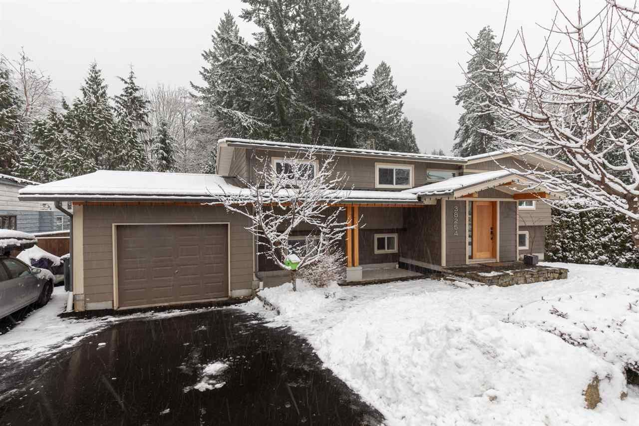 """Main Photo: 38254 NORTHRIDGE Drive in Squamish: Hospital Hill House for sale in """"HOSPITAL HILL"""" : MLS®# R2540361"""