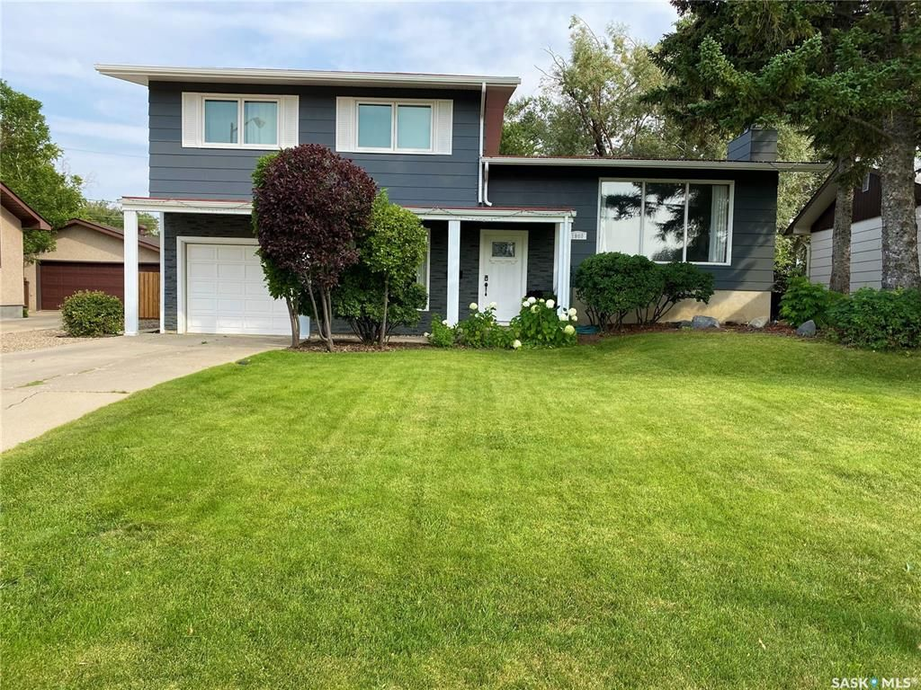 Main Photo: 1960 Hillcrest Drive in Swift Current: North East Residential for sale : MLS®# SK842040
